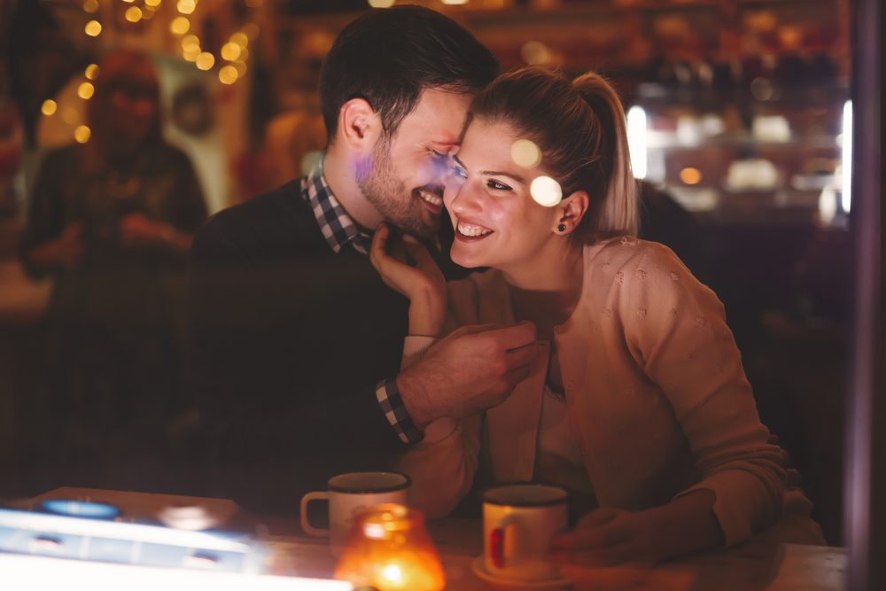 Homem beta está em alta: ele é romântico e educado