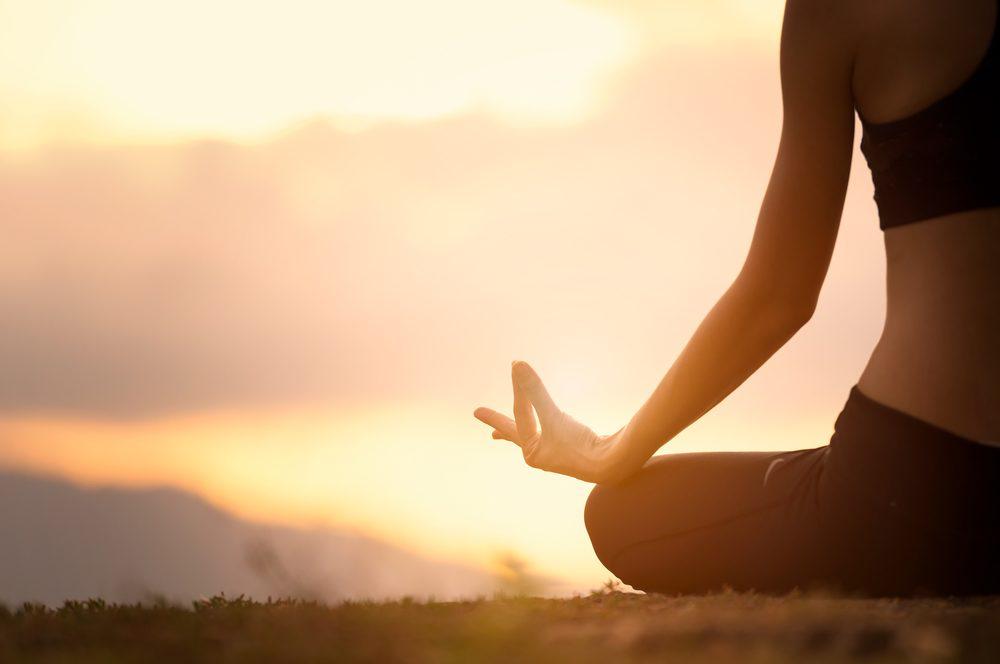 Comece o dia bem: livre-se de desconfortos com Iyengar Yoga