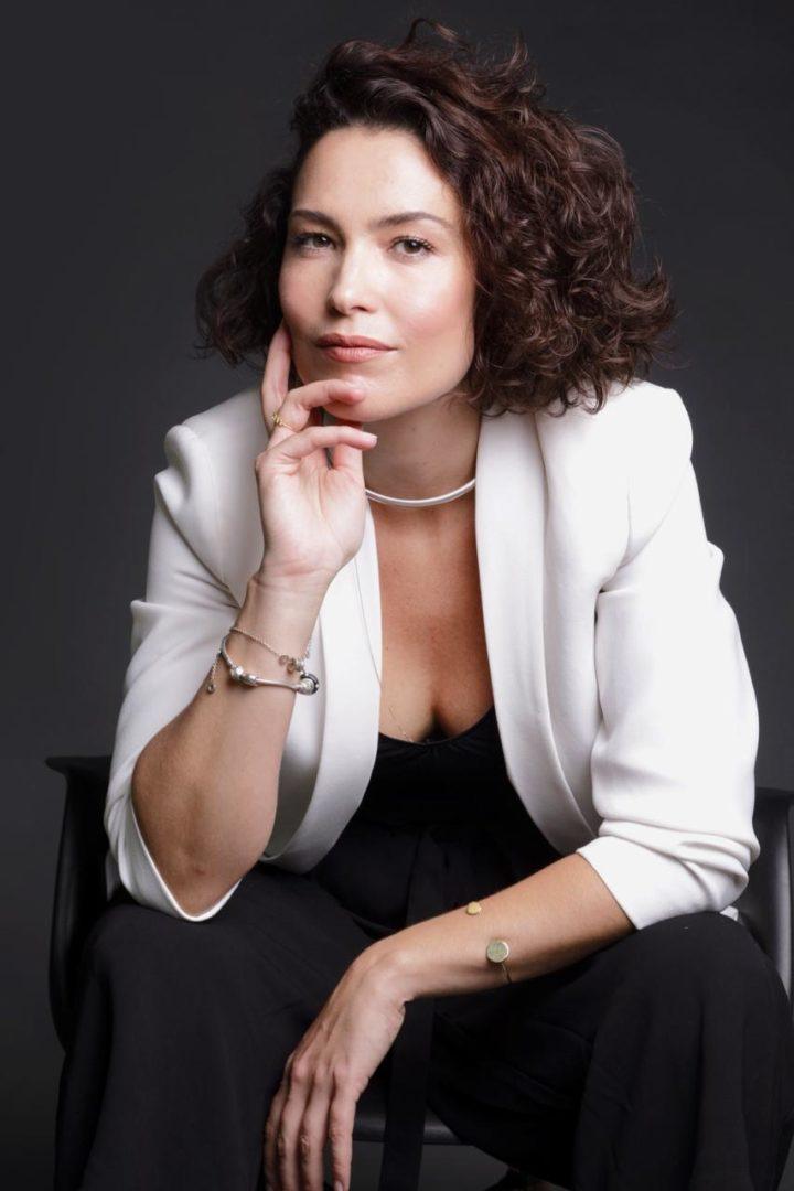 Maquiagem: vença a preguiça e não corra riscos, alerta Débora Bitencourt
