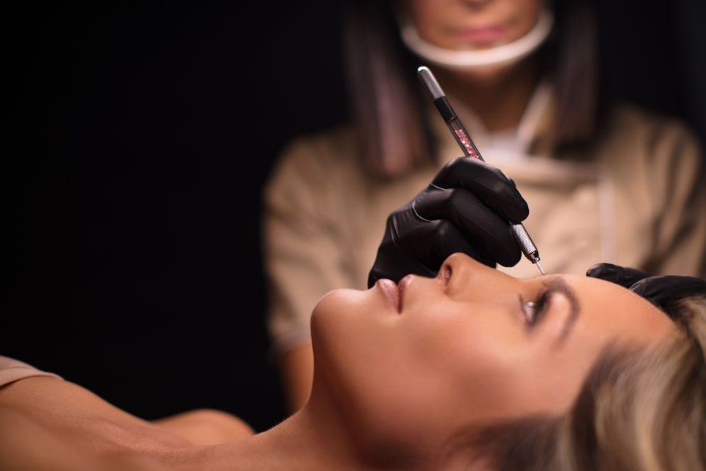 Despigmentação de sobrancelha: Procedimento mais pedido para reverter o processo da micropigmentação