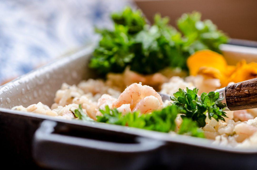 Risoto de quinoa com camarão e limão siciliano