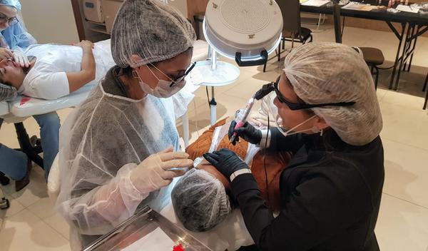Micropigmentação resgata autoestima de mulheres que tiveram câncer de mama