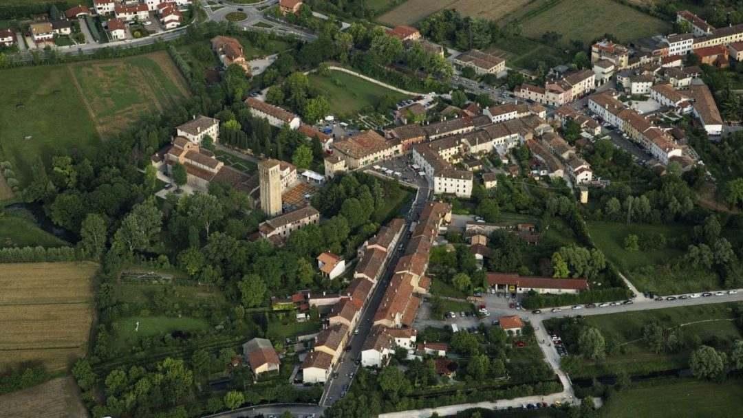 10 cidades medievais italianas para você se sentir dentro das melhores séries da Netflix