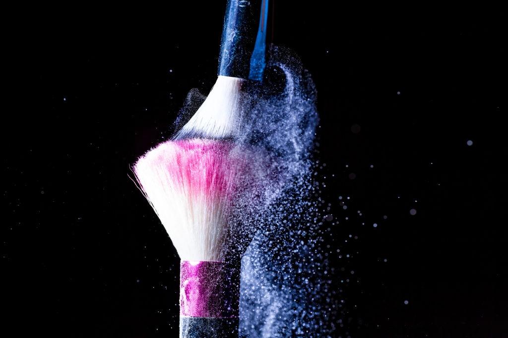 A importância de higienizar corretamente os pincéis de make para não propagar possíveis vírus