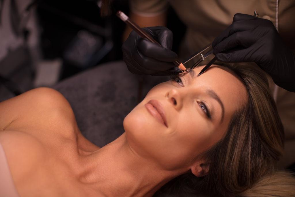 Conheça os tratamentos estéticos que exigem  proteção da pele e podem ser feitos agora