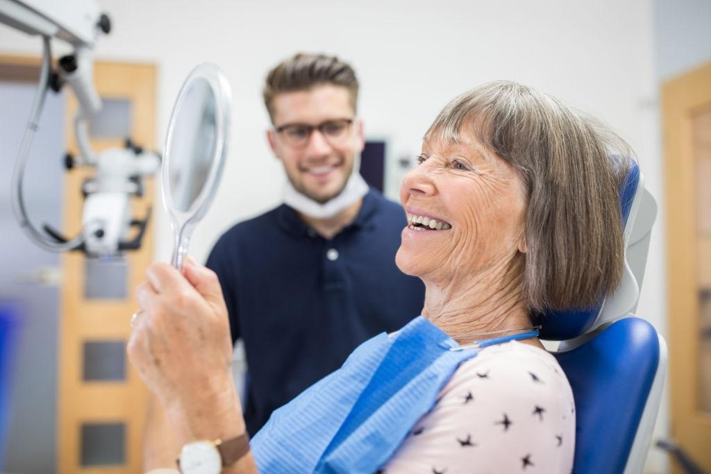 Como evitar a perda dentária causada pelo envelhecimento?
