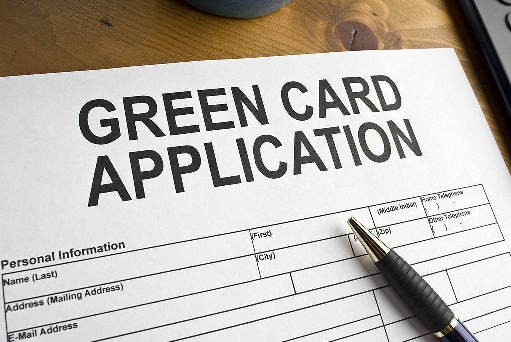 Saiba o que muda com a suspensão do green card emitido pelos Estados Unidos