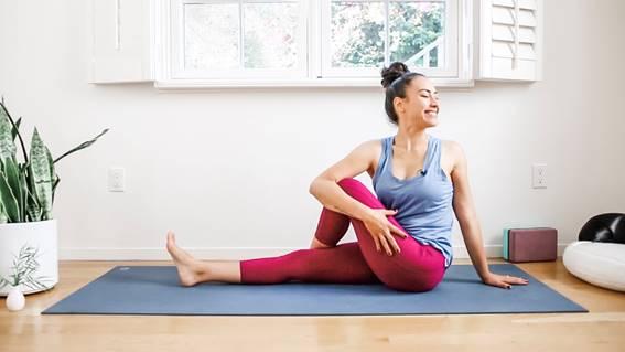 Consagrada e pioneira como professora de Yoga pela internet, Pri Leite, cria playlist exclusiva e lança nova plataforma online