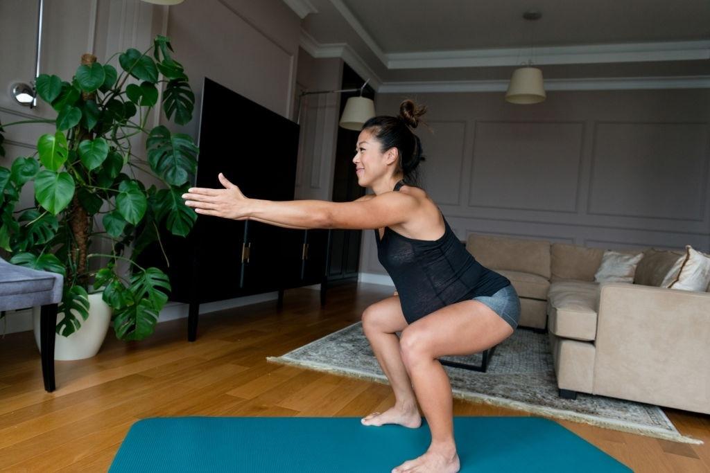 Quer aumentar ou enrijecer o bumbum? Personal trainer diz quais são os melhores exercícios para fazer em casa