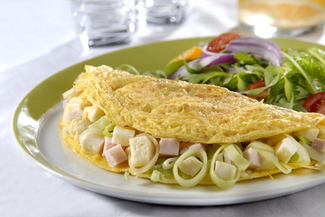 Aprenda duas receitas sensacionais de omelete