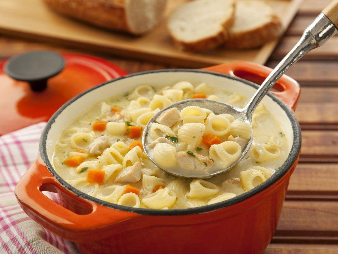 Isabela ensina como preparar sopa econômica e nutritiva, ideal para os dias frios