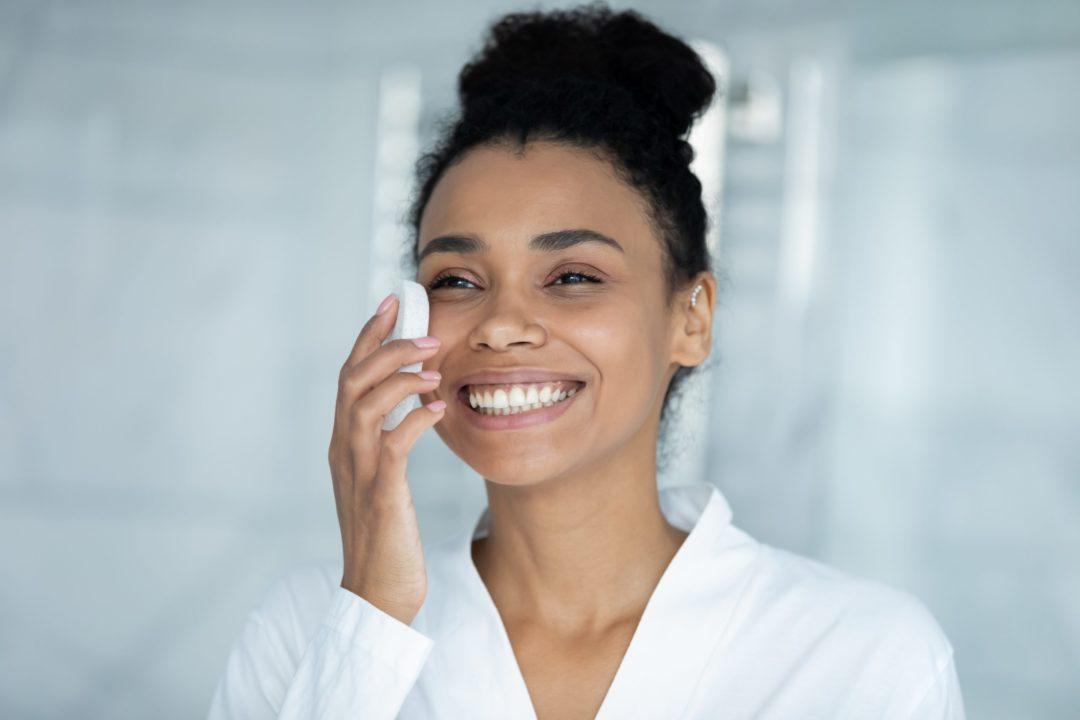 A dermatologista Luciana Garbelini dá dicas para investir na saúde da pele
