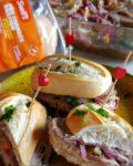 Pão com carne, um sanduíche simples para um lanche ou jantar