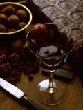 Ricos em polifenol resveratrol, vinho e chocolate trazem benefícios à saúde