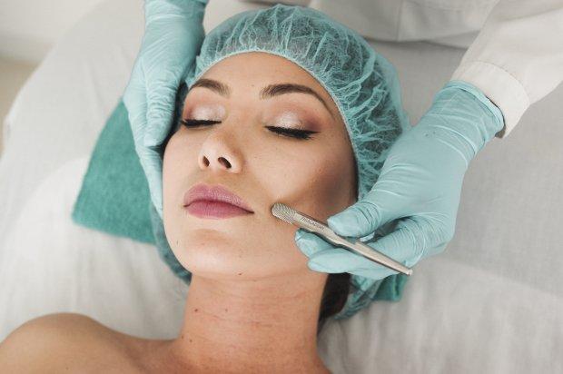 Médica dermatologista e especialista no assunto, Dra. Monisa Nóbrega, desmitifica o uso do botox e esclarece o que é Mito ou Verdade sobre a toxina?