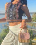 Influenciadora Juliana Cunha dá dicas de como combinar looks com calça de cintura baixa