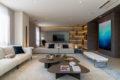 Patricia Anastassiadis apresenta conceito de sofisticação e atemporalidade para apartamento decorado em Goiânia