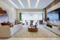 Funcionalidade e sofisticação no décor: através do conceito aberto, arquitetos trazem uma nova perspectiva para o apartamento de 64 m²